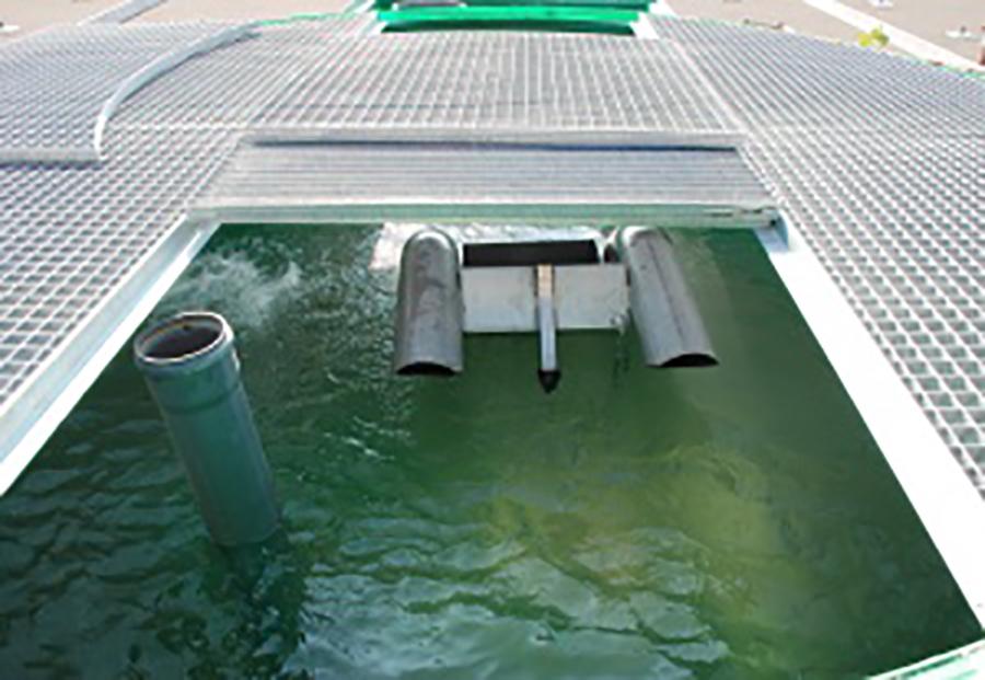Photo d'une chasse pendulaire auto-amorçante pour eaux brutes et prétraitées ALISTEP, sous brevet européen